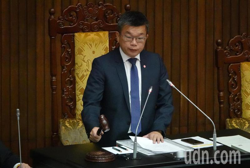 立法院會今天三讀通過國民年金法修正案。記者胡經周/攝影