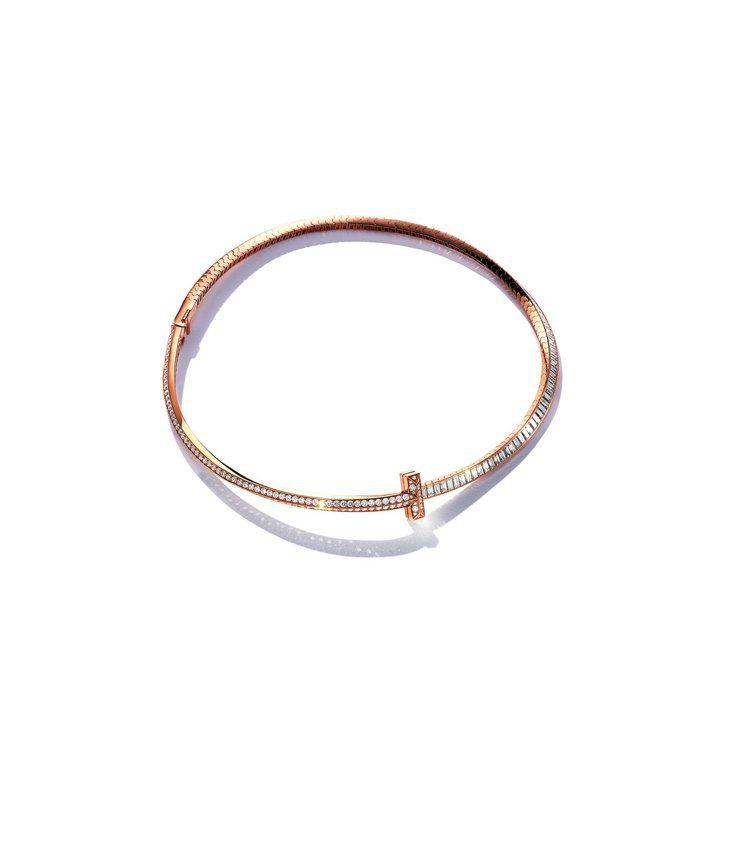 金喜愛配戴的Tiffany T1 18K玫瑰金鑲嵌逾10克拉矩形切割鑽石與逾3克...