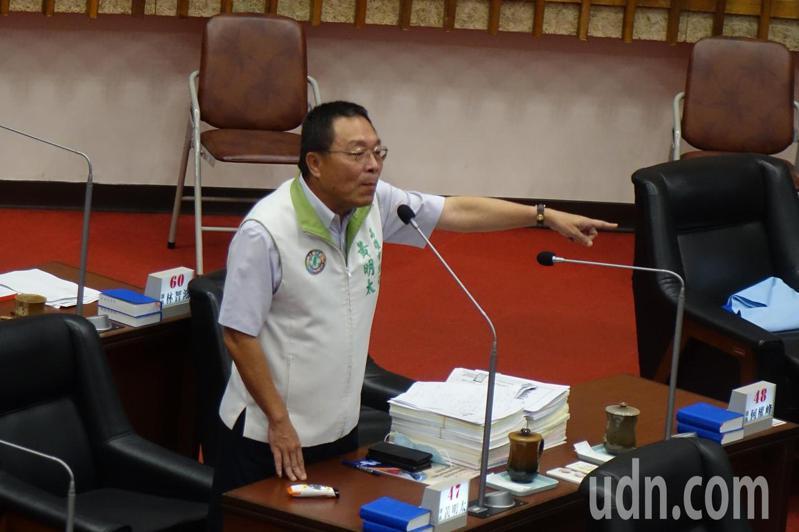 民進黨籍高雄市議員黃明太給韓國瑜團隊的路平打了及格以上的分數。記者楊濡嘉/攝影