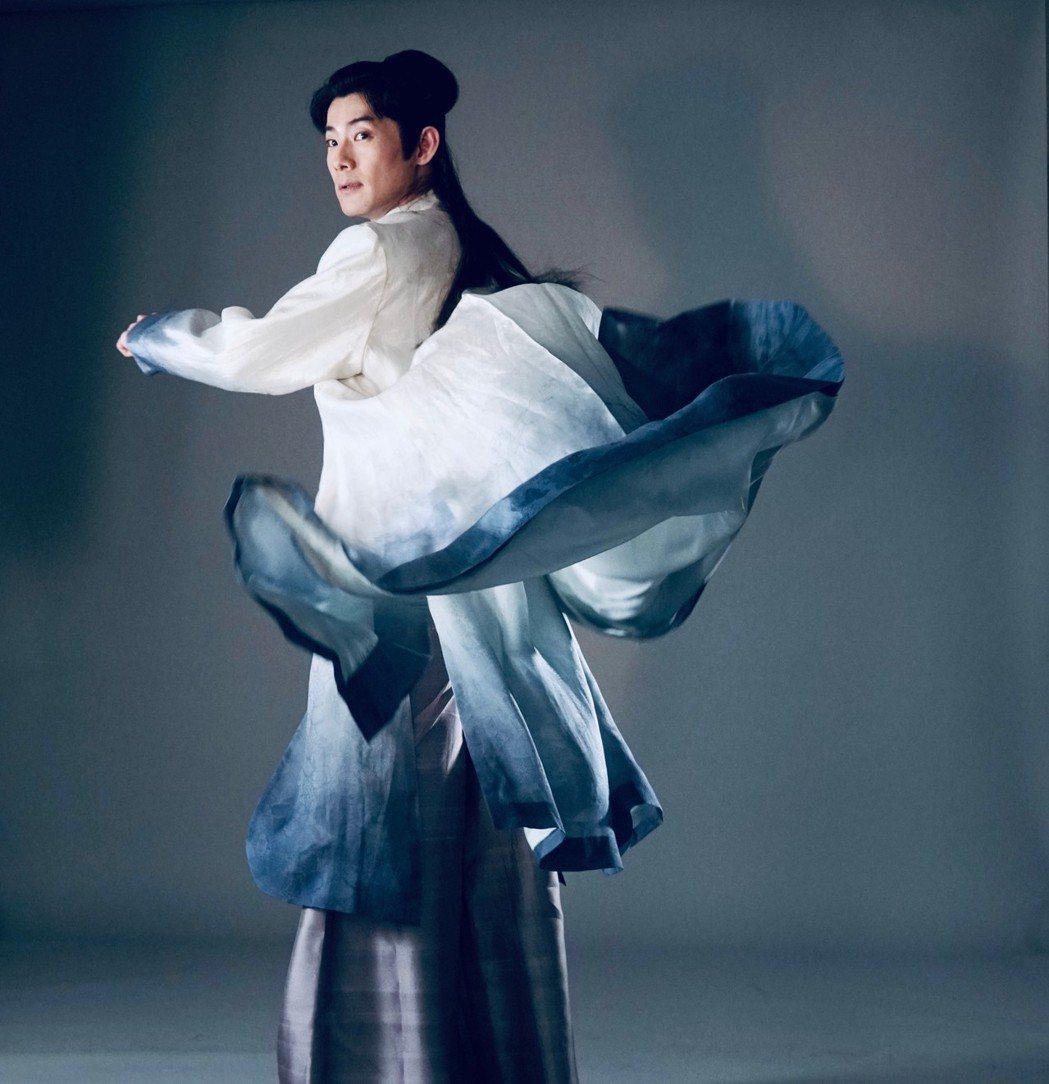 施易男在歌仔戲電視劇「孟婆客棧」飾演梁山伯,造型風流倜儻。圖/民視提供