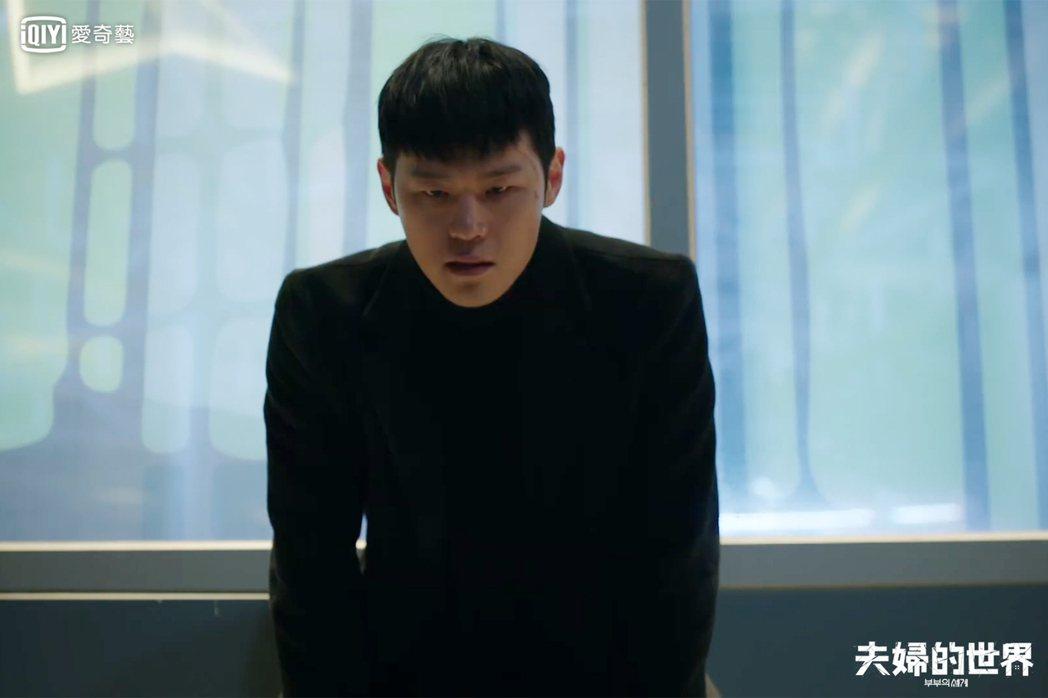朴仁圭是會使用暴力的恐怖情人。圖/愛奇藝台灣站提供