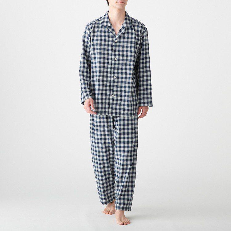男有機棉無側縫二重紗織家居睡衣原價1,290元,現折200元。圖/無印良品提供