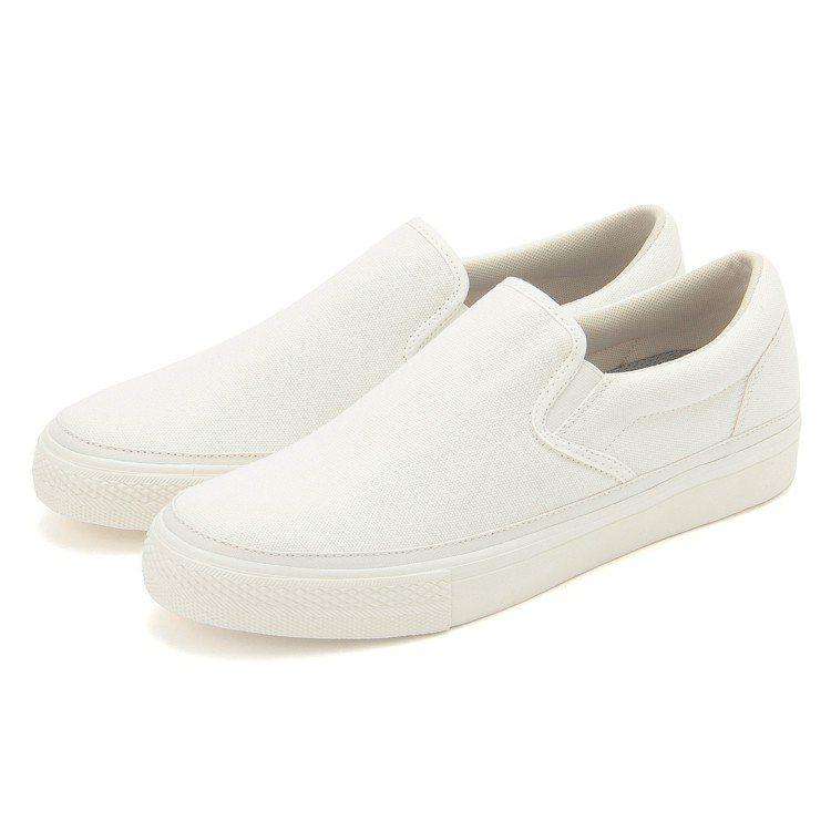撥水加工有機棉舒適基本便鞋原價799元,現折100元。圖/無印良品提供