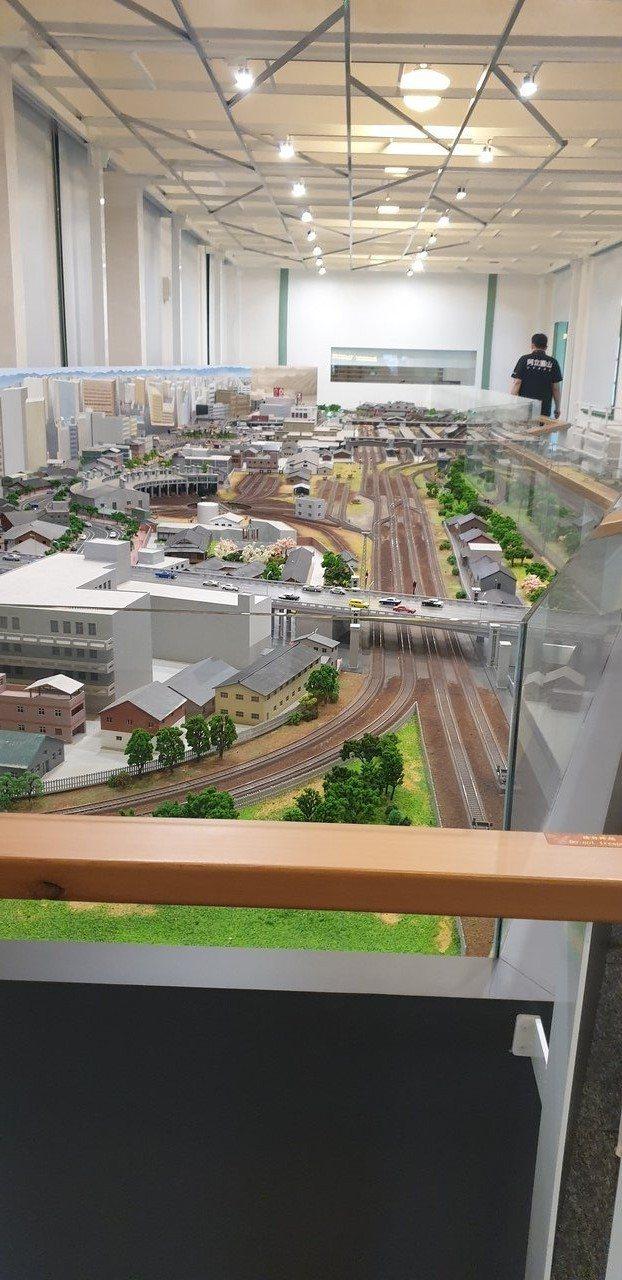 北門館根據空造圖打造1970年代火車貫穿的台北街道模型。記者陳宛茜/攝影
