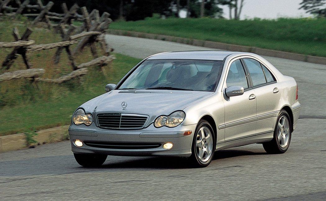 2001 Mercedes C-Class。 摘自Mercedes