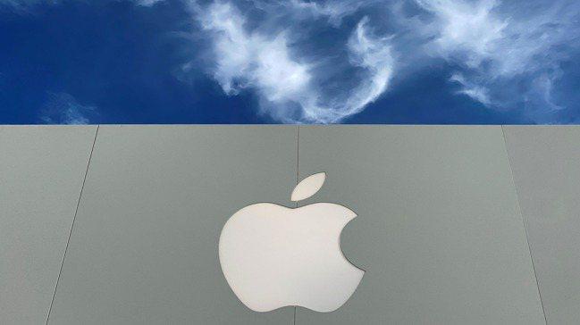 美國科技業界市場專家認為,美中科技戰,北京報復不太可能瞄準蘋果。 圖/路透
