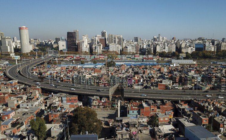 南美成疫情重災區,阿根廷政府最擔憂的貧民區開始爆發大感染,病例數一週增長2倍,政...