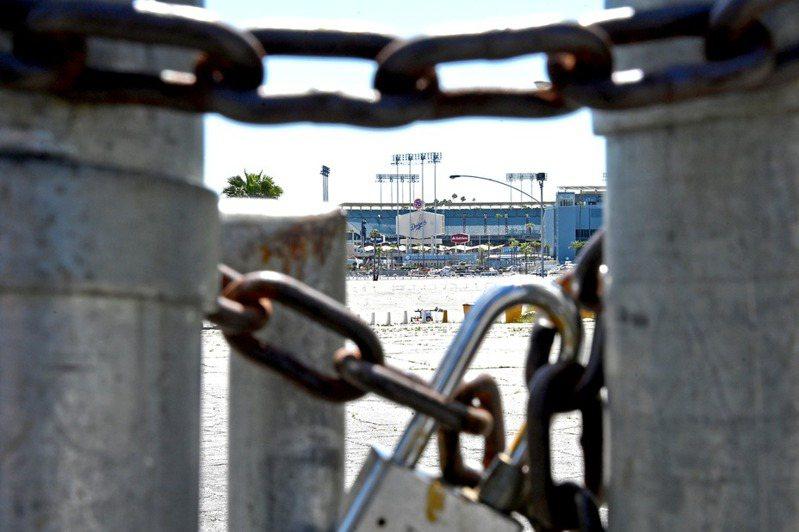 加州州長紐松18日宣布,准許6月無觀眾比賽。但地方媒體觀察,大聯盟要7月開打,難度還是很高。 路透