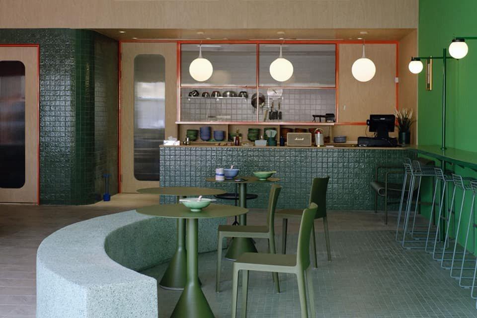 美菊麵店遷移至50坪、約35個座位的全新空間。 圖/美菊麵店提供