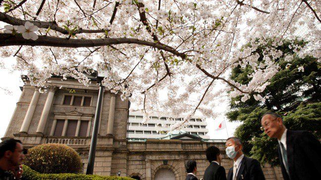 日本經驗顯示,各大央行現行的寬鬆政策將會持續數年之久。路透
