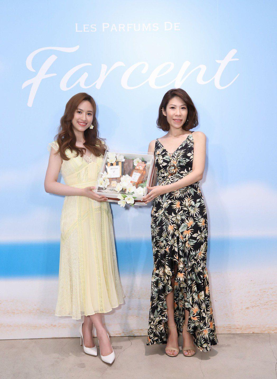 吳姍儒(左起)、花仙子企業執行長王佳郁Anni,共同出席 Les Parfums...