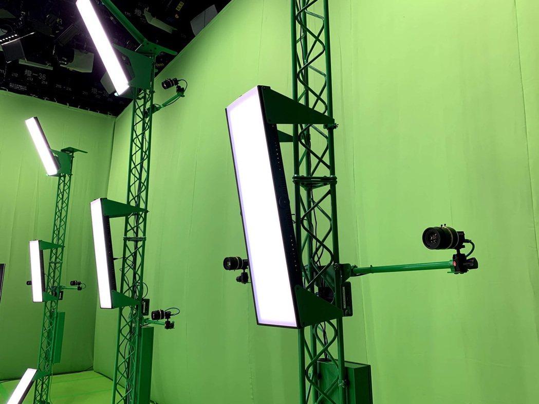 HTC也首度對外公開此座商用容積攝影棚,瞄準虛擬演唱會市場,將VR CG創作結合...