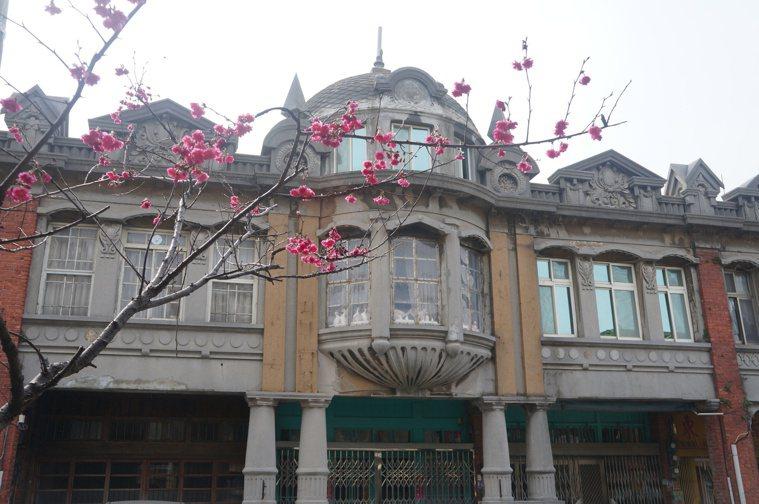 楊梅區富岡老街仍保有早年華麗建築風貌。 圖/鄭國樑 攝影