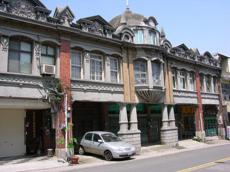 楊梅市積極推動「富岡老街鐵馬遊」,其中以呂家聲洋樓最具特色。 圖/劉愛生 攝影
