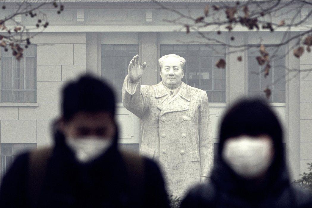 「報告之所以針對中國,是因為中國是全世界第一個大規模經濟封鎖,卻又大規模解封的經...