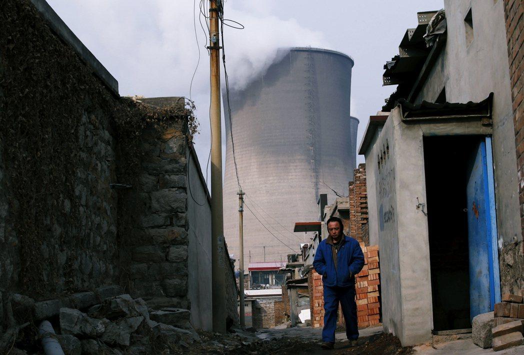 當前的城鄉空汙差距,似乎更傾向是針對「重工製造業」與「汙染密集產業」的強勢復工,...