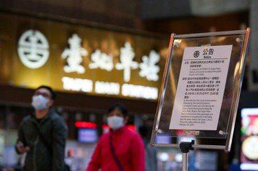 台北車站大廳「禁坐令」爭議:比歧視更可怕的,是眼不見為淨的顢頇
