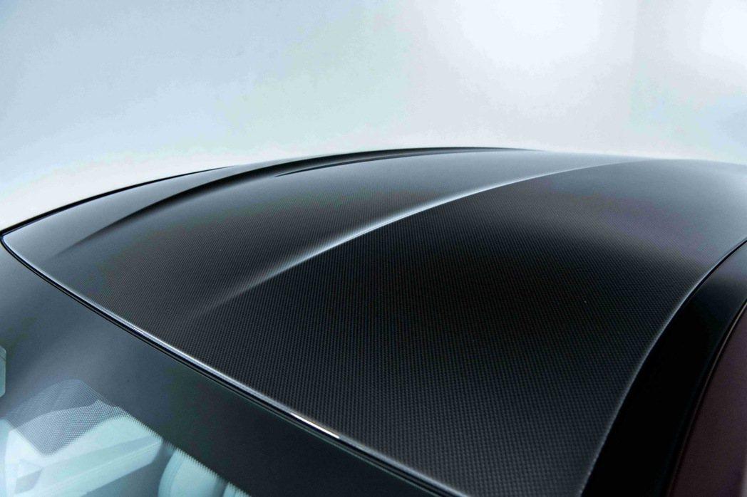 兼具輕量化與堅固強韌的M碳纖維車頂讓BMW M8在肆意馳騁、破風而行時如虎添翼。...