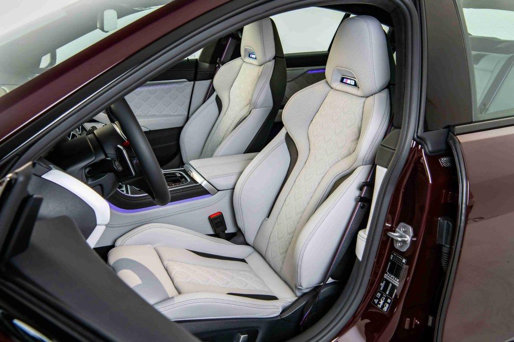 Merino真皮的M專屬雙前座電動座椅含記憶、通風、加熱與電動腰靠功能。 圖/汎...
