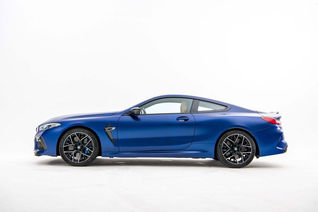 BMW以優雅流暢的跑車線條勾勒出BMW M8令人震懾的磅礡氣勢。 圖/汎德提供