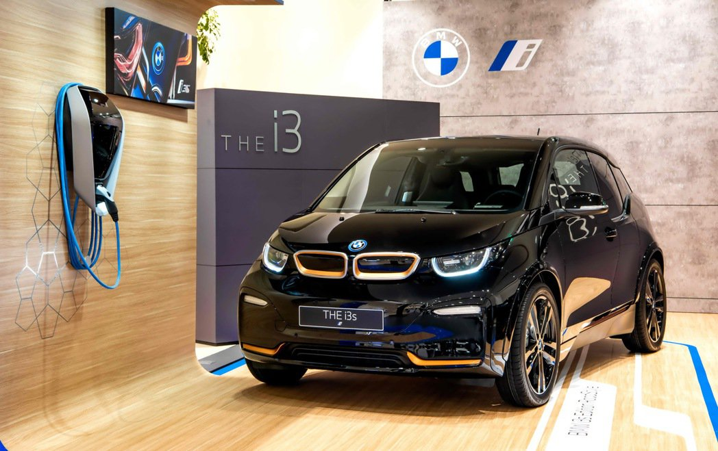 全新BMW i3s Edition RoadStyle特仕版車身塗裝採用「Flu...