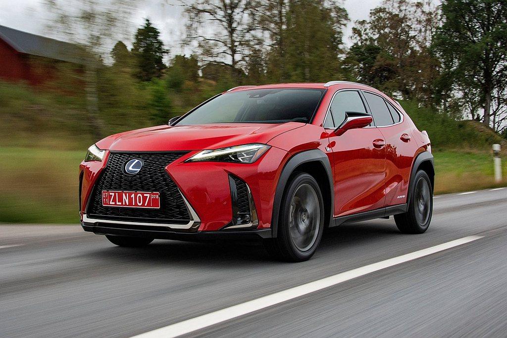 Lexus於2018年瑞士日內瓦車展推出UX,成為品牌中最小的跨界休旅。 圖/L...
