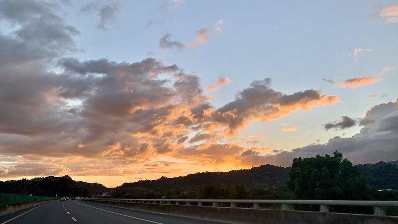 返程回高雄左營黃昏,天空已是夕陽餘暉的景緻