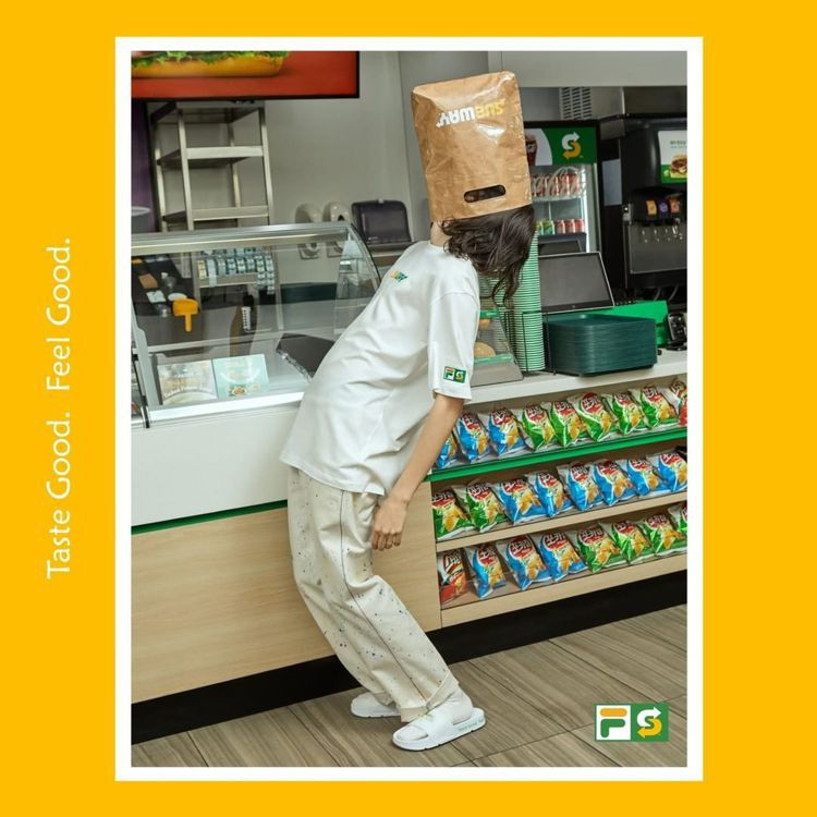 FILA和Subway聯名系列,利用熟悉的綠、黃配色於鞋款、服裝和包包上,多款設...