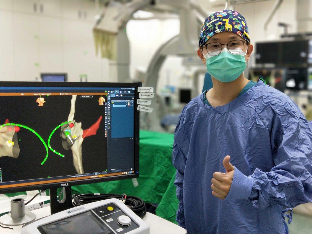 中國醫藥大學兒童醫院兒童心臟科醫師莊傑貿以「零輻射3D導管導航系統心導管心房中隔...