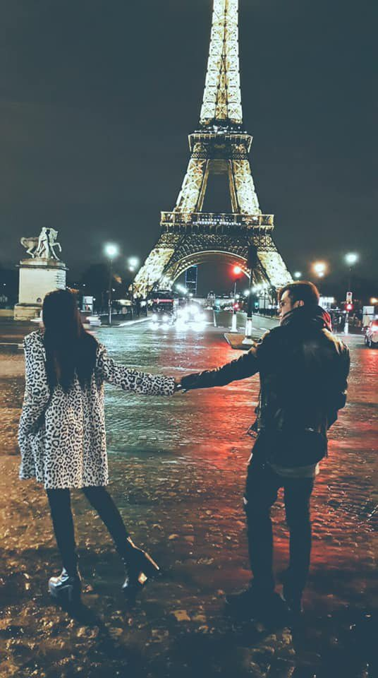 羅志祥(右)昔日和周揚青在巴黎鐵塔前留下浪漫的牽手合照。圖/摘自臉書