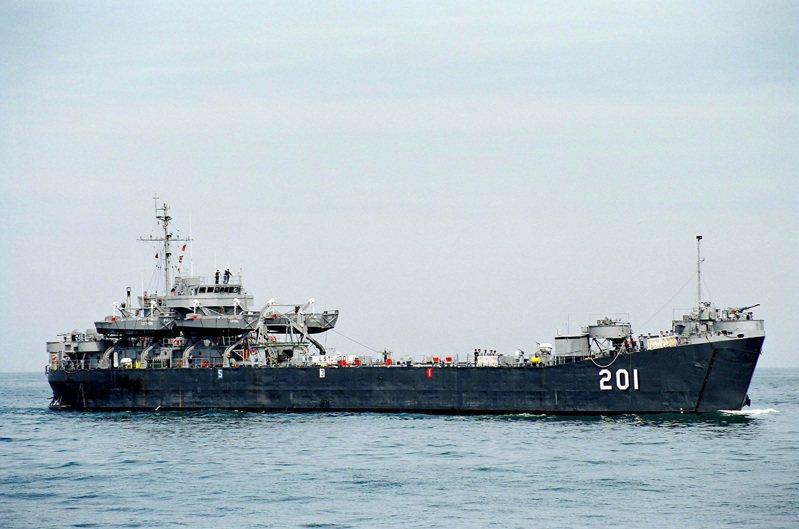 當初海軍「不惜成本」搶救回的中海艦,如今因為「成本過高」而決定當廢鐵賣出。圖/海軍檔案照