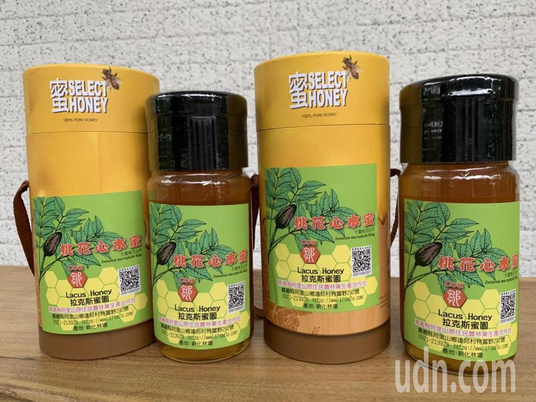 中興大學新化林場與阿里山蜂農首度合作推出的桃花心木蜜。記者吳淑玲/攝影