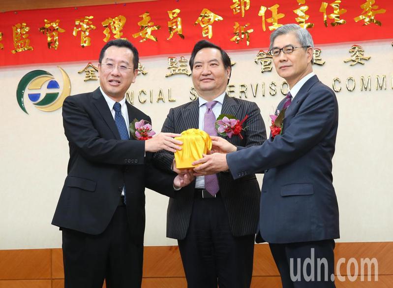 新任金管会主委黄天牧(右)与新任国安会秘书长顾立雄 (左)。记者林澔一/摄影