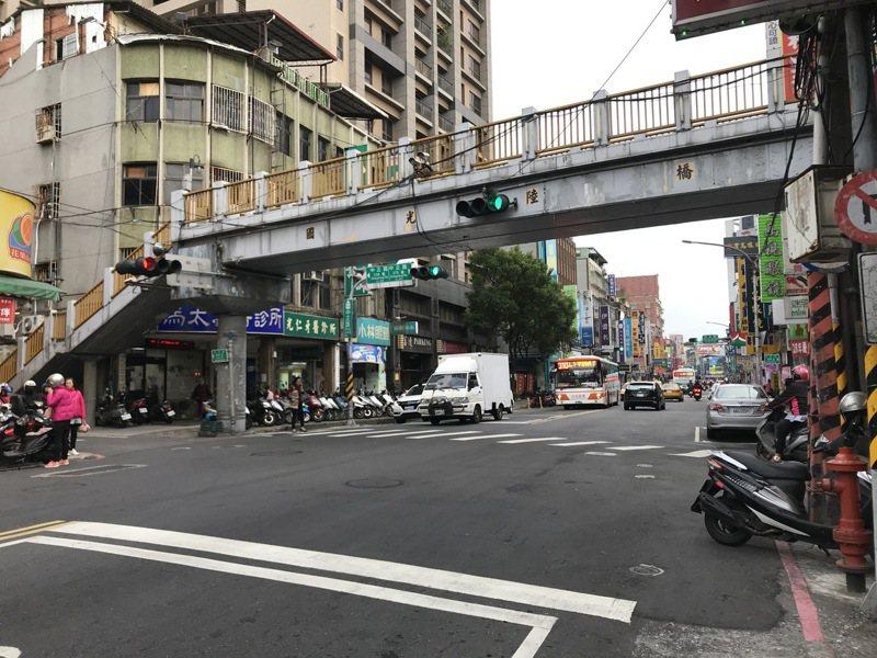 位於板橋中正路上的國光陸橋,將於5月22日晚間起走入歷史。圖/新北市工務局提供