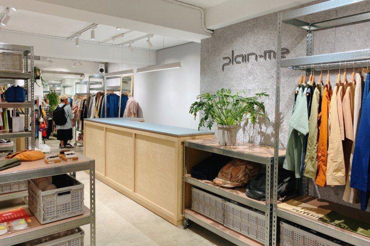 plain-me西門店透過嶄新的動線與燈光設計讓門市內部更寬敞舒適,帶給消費者舒...