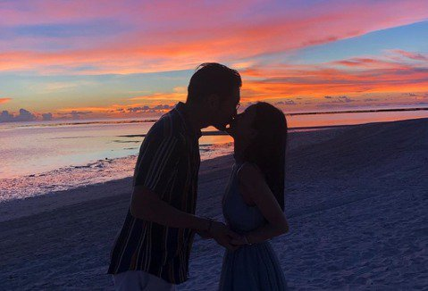 高以翔去世已半年,家人、粉絲都仍很思念他,在象徵「我愛你」的5月20日這一天,女友Bella在IG上曝光兩人過去共度520的照片,包括去年在菲律賓巴拉望島度假照,及5年前兩人第一次約會的照片,最後並...