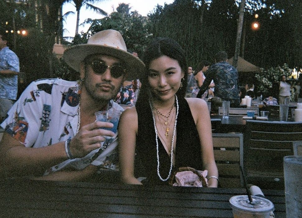 高以翔生前與女友渡假浪漫合影。圖/截圖自IG
