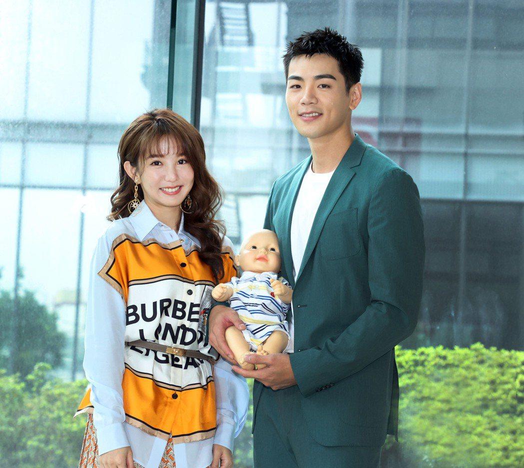 郭書瑤(左)和禾浩辰在三立新戲「未來媽媽」中扮夫妻。圖/三立提供