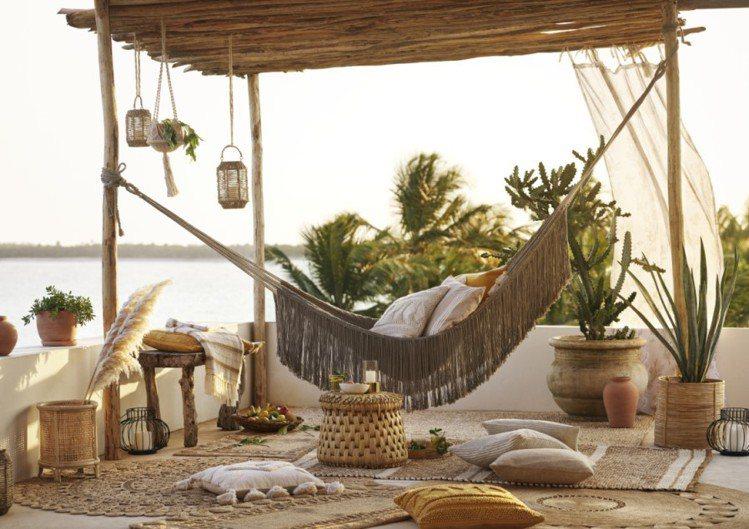 H&M HOME 2020夏日家居系列,打造地中海波希米亞風情。圖/H&...