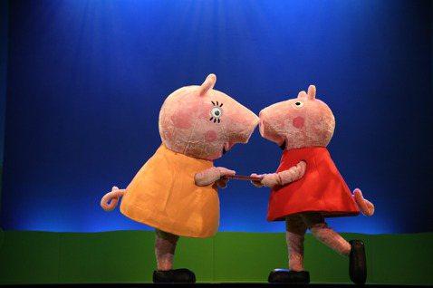 兒童界最強巨星「粉紅豬小妹舞台劇-完美的下雨天」舞台劇8月將二度來台,2020年帶著全新中文版來台,繽紛的色彩和充滿歡樂的歌舞表演,將螢幕中的童話世界搬上舞台,成為真實演出,要將佩佩一家的歡樂能量帶...