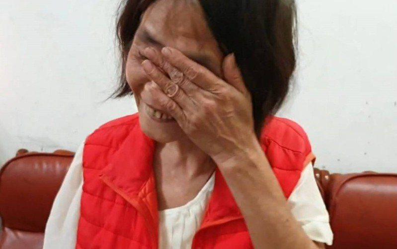 基隆陳姓市民的媽媽得知終於保住被法拍的房子,喜極而泣。圖/聯合報系資料照片