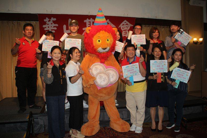 華山基金會結合花蓮在地飲料店業者共同舉辦「您買我捐 一元行大善」公益活動,有超過10家業者響應。記者王燕華/攝影
