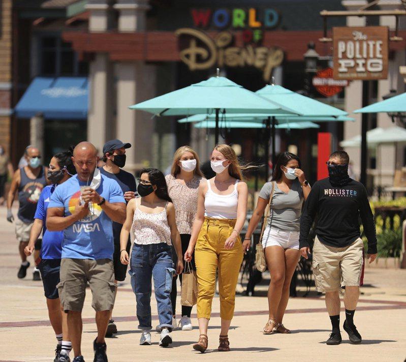 賓州大學華頓商學院預測模型:如果社交距離不嚴格執行,7月中以前美國將500萬人感染,29萬人亡。 美聯社