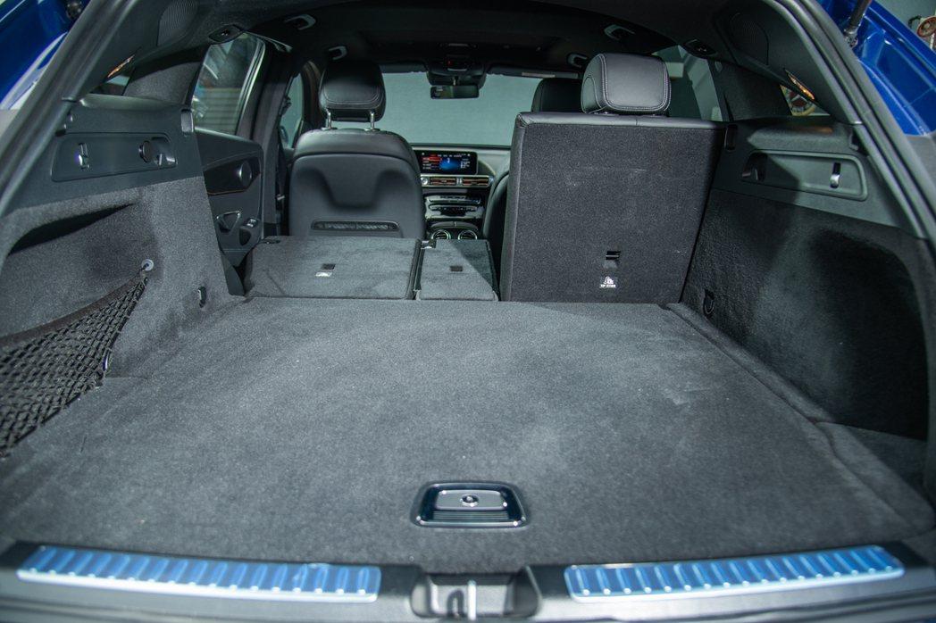 廣達500~1,450公升的行李箱容積,維持靈活空間機能性。 攝影/王