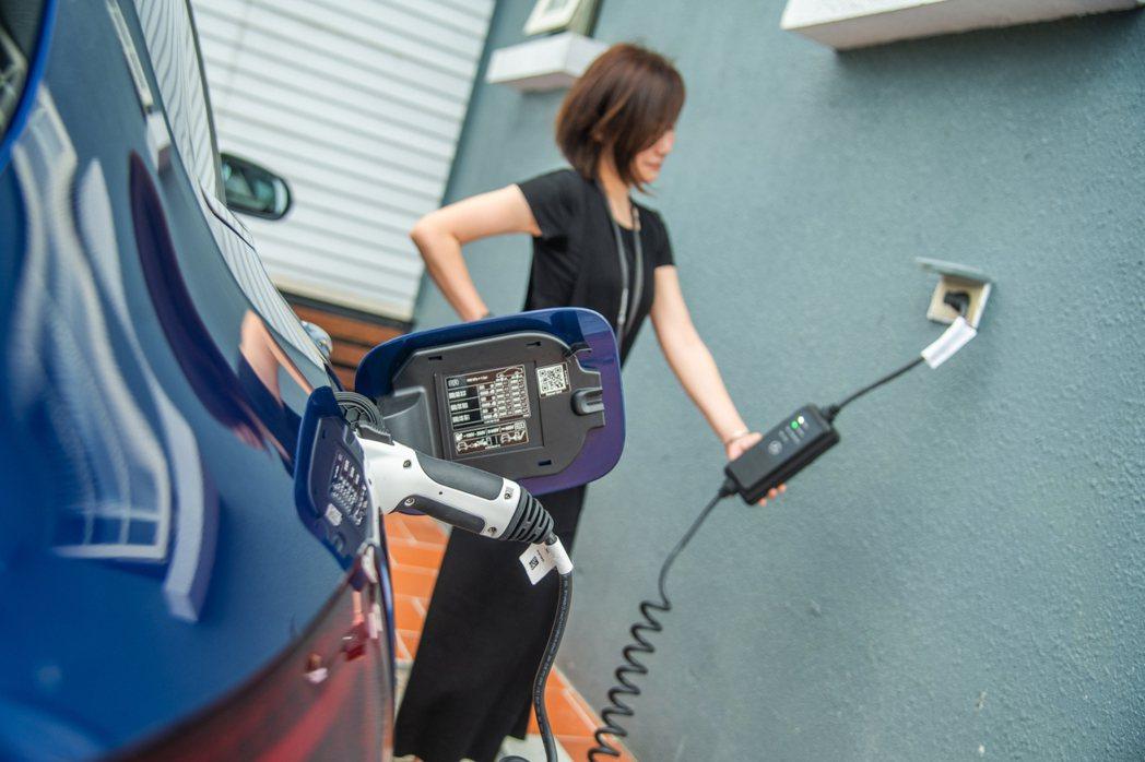 原廠提供多樣優惠充電模式,車主可視需要選擇最適合自己的方案。 攝影/王