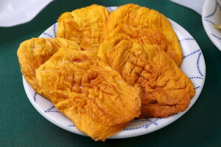 不添加蔗糖調味,直接乾燥加工,保留天然芒果香的芒果乾。 圖/摘自綠主張月刊