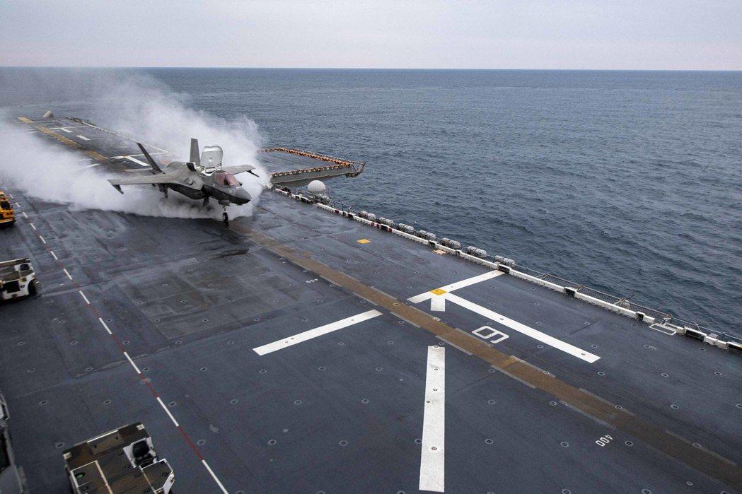 從美利堅號起飛的F-35B。 圖/美國海軍