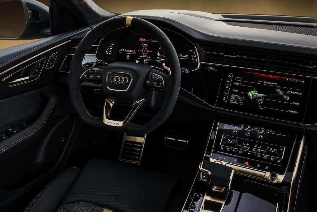 Manhart RS 900內裝有著濃濃的專屬黑金配色。 摘自Manhart