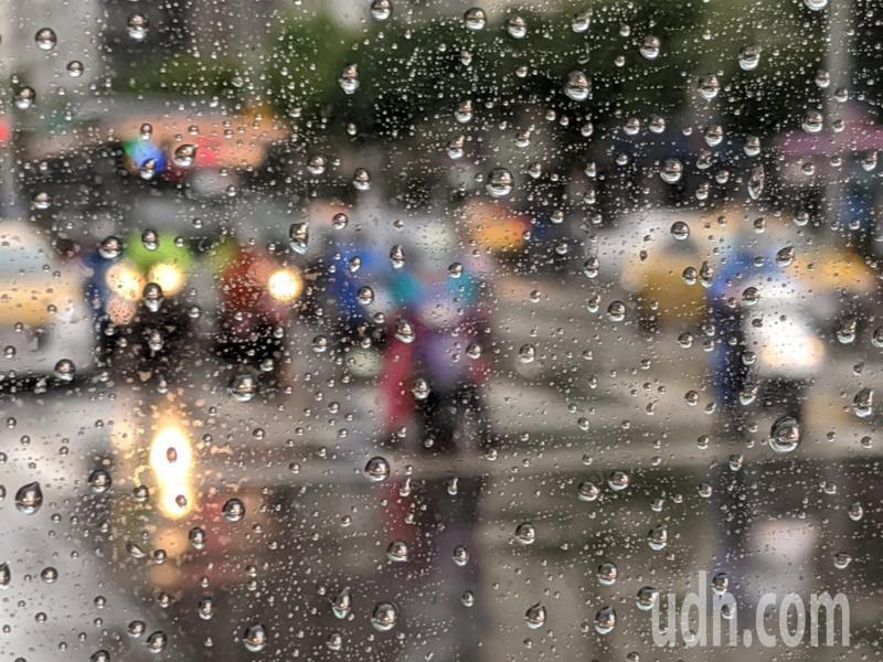 滯留鋒面影響,易有短時強降雨。記者楊德宜/攝影