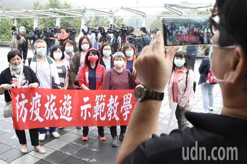 因應交通部規劃推出防疫旅遊團,中華優質旅遊發展協會示範啟動防疫旅遊。記者林俊良/攝影